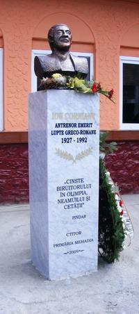 1 Monumentul Ion Cornianu